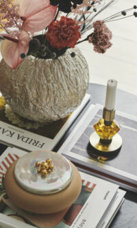 Styling picture of fusing vase, candy candle and bonbonniere