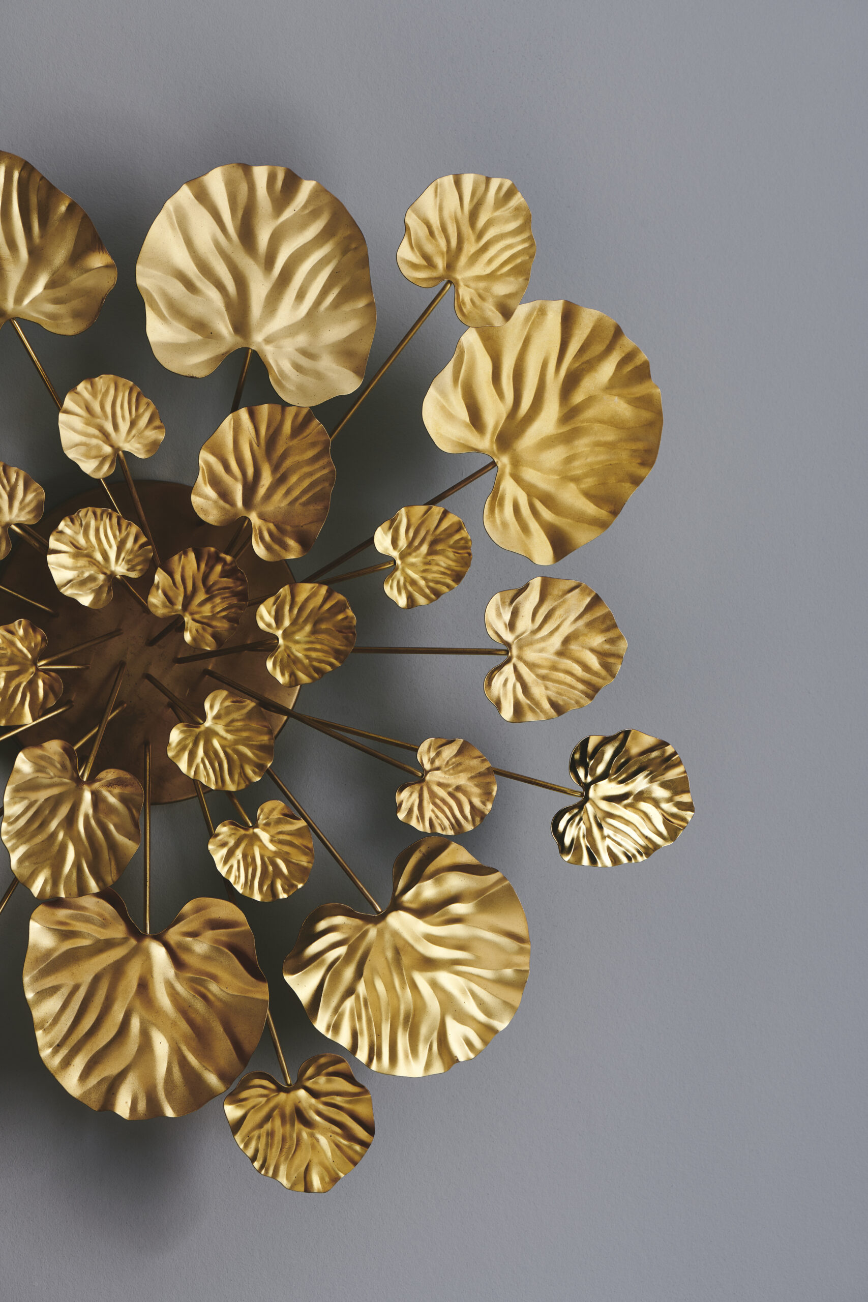 Stylin gof large brass wall flower