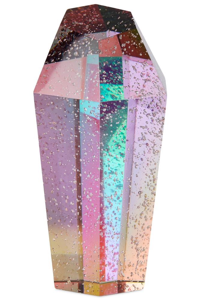 Packshot af stor crystal rock i mørk